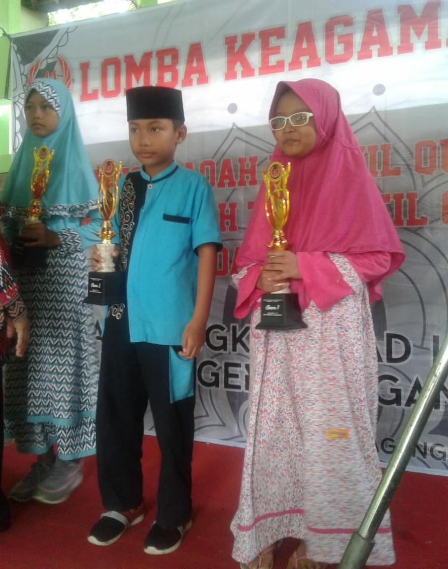 Juara 1 Lomba MHQ dalam Rangka HUT SMP 1 Dagangan (Ayra Najwa Ilham 3D)
